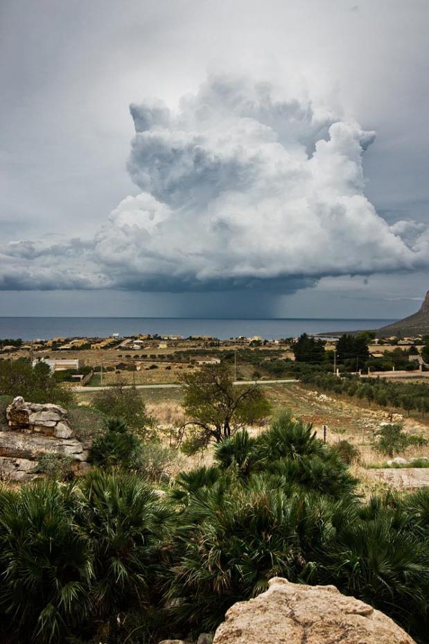 Wczorajszej burzy nie uchwyciłem, więc w zamian wstawiam kadr z Sycylii :P