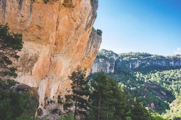El Pati, na pierwszym planie (z profilu) La Rambla, na drugim Kale Borroka